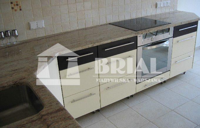 granit w kuchni, czysta kuchnia, jasny granit w kuchni, granit Indyjski, przytulna kuchnia