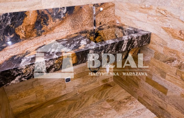 Zlewozmywak i blat z granitu Magma , umywalka z kamienia, granit brazylijski, okładziny ścian i podłoga z granitu Imperial Gold, efektowny zlew z granitu, granit brazylijski, pralnia w stylu nowoczesnym