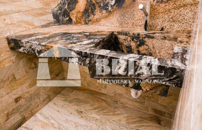 Zlewozmywak i blat z granitu Magma, granit brazylijski, umywalka z granitu, okładziny ścian i podłoga z granitu Imperial Gold, żóło-czarny granit, efektowny granit, styl nowoczesny, elementy granitowe, elementy z żółtego granitu
